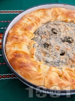 Зелник / баница с плънка от спанак, коприва, лапад и киселец (с домашно тесто с мая) - снимка на рецептата